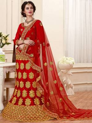 Catch All The Limelight At The Next Wedding You Attend With This Designer Lehenga Choli In Red Color Paired With Red Colored Dupatta. Its Blouse Is Fabricated On Art Silk Paired With Net Fabricated Lehenga And Dupatta. It Has Attractive Jari Embroidery Making The Lehenga Choli Heavy.