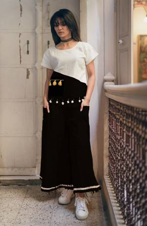 Pretty Simple Pair In Top And Pant Is Here With This White And Black Colored Top Paired With Black Colored Bottom. This Pair Is Khadi Cotton Based Which Is Suitable For All Season And Ensures Superb Comfort. Buy Now.