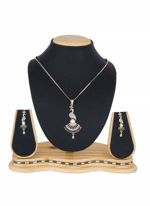 Give A Pretty Elegant Look To Your Neckline With This Lovely Pendant Set Which Can Be Paired With Any Colored Attire. This Pretty Set Is Light Weight And Easy To Carry All Day Long.