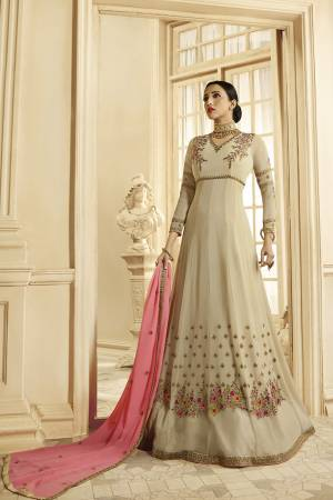 Simple And Elegant Looking Designer Floor Length Suit Is Here In Cream Color Paired With Pink Colored Dupatta. As it IS Georgette Based, It Is Light In Weight And Easy To Carry All Day Long.