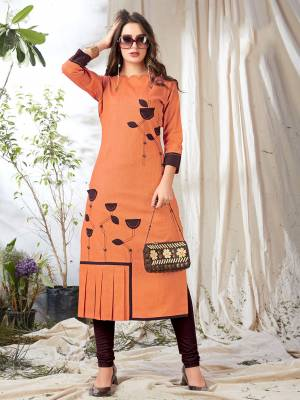 Grab This Pretty Readymade Kurti In Orange Color Fabricated On Khadi Cotton. This Kurti Is Light In Weight And Easy To carry All Day Long.