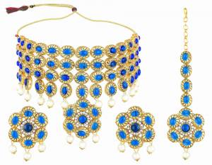 Grab This Pretty Choker Patterned Necklace Set In Golden Color Which Comes With A Pair Of Earrings And A Maang Tika. This Pretty Set Can Be Paired With Any Type Of Ethnic Attire.