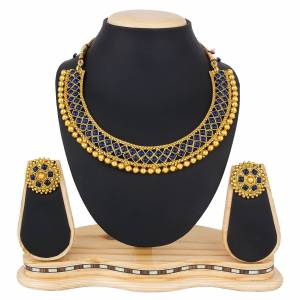 Here Is A Heavy Designer Necklace Set In Golden Color. This Necklace Set Can Be Paired With Any Colored Traditional Attire. Buy Now.
