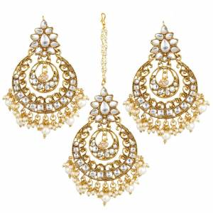 Give Unique And Attractive Look To Your Traditional Attire By Pairing It With This Beautiful Set Of Maang Tika And Earrings. This Pretty Set Can Be Paired With Any Colored Traditional Attire. Buy Now.