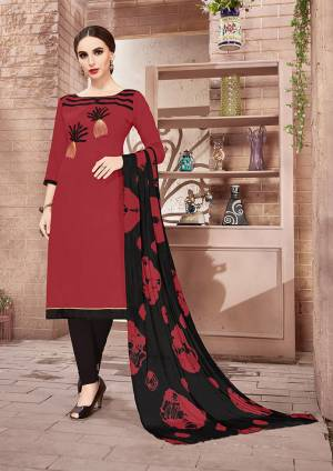 For Your Casual Or Semi-Casual Wear, Grab This Designer Dress Material In Cotton Based Paired With Chiffon Dupatta. You Can Get This Suit Stitched As Per Your Desired Fit And Comfort.