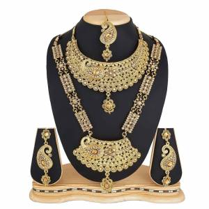 To Give A Heavy Tradiotional Look, Grab This Beautiful Set Of Necklace Which Contains Two Necklaces And A Pair Of Earring. This Necklace Set Can Be Paired With Any Colored Traditional Attire And Also Can Be Wore Both At A Time Or Single As Per The Occasion.