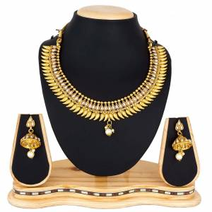 Grab this Pretty Necklace Set In Golden Color Which Gives A Rich?And Elegant Look To Your Neckline. This Necklace Set Can Be Paired With Or Any Contrasting Colored Attire. Buy Now