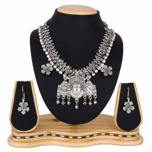 For The Upcoming Festive Season, Grab This Beautiful Necklace Set In Silver Color, This Necklace Is Light Weight And easy To Carry Throughout The Gala