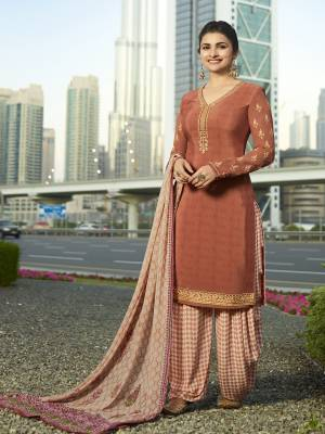 A Must Have Shade In Every Womens Wardrobe Is Here With This Designer Semi-Stitched Suit In Peach Color Paired With Off-White Colored Bottom And Dupatta. Its Top And Bottom Are Fabricated On Crepe Paired With Chiffon Dupatta.