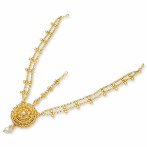 Grab This Pretty Maang Tika for The Upcoming Festive And Wedding Season. This Pretty Maang tika Gives An Enhanced Look Even To Your Simple Attire. It Is Light In Weight And Easy To Carry All Day Long. Buy Now.