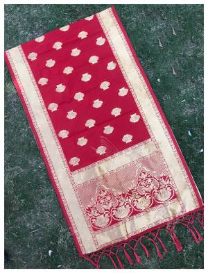 For A Proper Traditional Look, Pair Up Your Simple Attire With This Trendy Banarasi Art Silk Fabricated Dupatta. It Is Beautified With Weave All Over. Also It Is Light In Weight And Easy To Carry All Day Long.