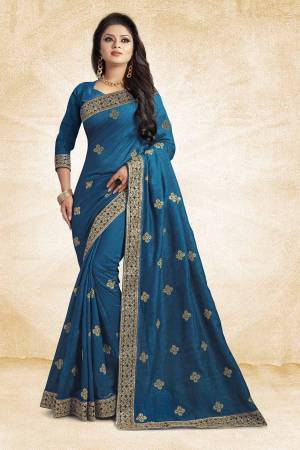 Grab This Designer Silk Based Saree In Blue Color Paired With Blue Colored Blouse. This Saree And Blouse Are Silk Fabricated Beautified With Jari Embroidery And Stone Work. Buy Now.