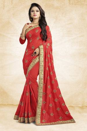 Grab This Designer Silk Based Saree In Red Color Paired With Red Colored Blouse. This Saree And Blouse Are Silk Fabricated Beautified With Jari Embroidery And Stone Work. Buy Now.