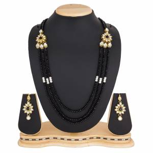 Grab This Very Pretty Pearl Necklace Set In Black Color Beautified?With Stone Work. You Can Pair This Up With Same Or Any Contrasting Colored Traditional Attire. Buy Now