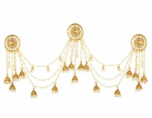 Grab This Stylish Heavy Earring. This Pretty Earring Is Beautified With Stones And Pearls Chains. Pair This Up With Any Of Your Attire.