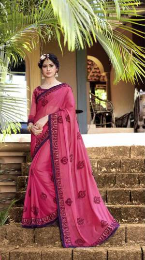 Look Beautiful Wearing This Designer Saree In Pink. This Saree And Blouse Are Fabricated Georgette And Art Silk Respectively. It Is Easy To Drape, Durable And Easy To Care For.