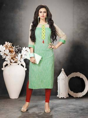 For Your College Or Work Place, This Kurti Is Suitable For All. Grab This Readymade Kurti In Green Color Fabricated On Khadi Cotton. It Is Light Weight And Easy To Carry All Day Long.