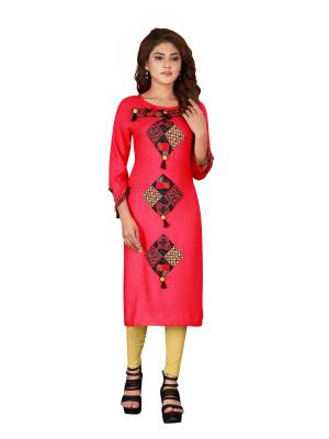 Grab This Readymade Kurti For Your Casual Or Semi-Casual Wear. This Simple Kurti Is Light Weight, Soft Towards Skin And Also Available In All Regular Sizes Which Ensures You Superb Comfort All Day Long.