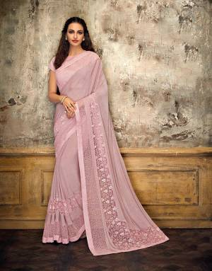 Take cues from stars and adorn this starstruck style saree and look classy and wonderful. Opt for a soft and natural makeup for exude timelessness.