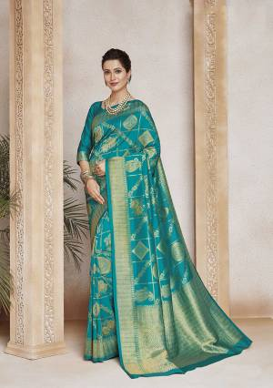 Look Pretty In This Designer Silk Based Saree In Turquoise Blue Color. This Pretty And Blouse Are Soft Art Silk Based Beautified With Weave. Buy This Saree Now.