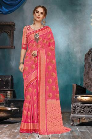 Celebrate This Festive Season In A Very Elegant Look With This Silk Based Dark Pink Colored Saree. This Saree IS Fabricated On Handloom Cotton Silk Paired With Jacquard Silk Fabricated Blouse.