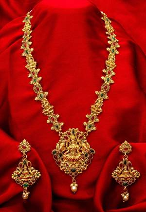 Buy This Heavy Necklace Set For The Upcoming Wedding Season. Pair This Up With Your Heavy Ethnic Attire And As It Is In Golden Color, It Can Be Paired With Any Colored Attire. Buy Now?