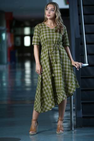 Here Is A Pretty Assymetric Patterned Readymade Kurti In Green And Grey Color Fabricated on Khadi. This Kurti Is Beautified With Checks Prints All Over.