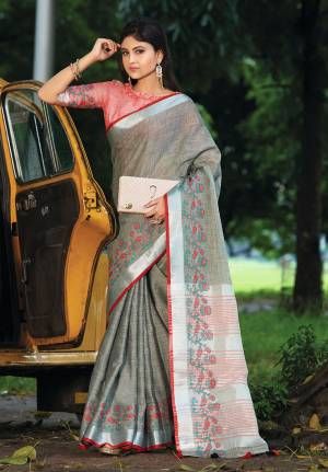 Celebrate This Festive Season with beauty and Comfort In This Lovely Grey Colored saree Paired With Peach Colored Blouse. This Saree And Blouse Are Fabricated On Linen Which Gives A Rich And Elegant Look. Buy This Pretty Saree Now.