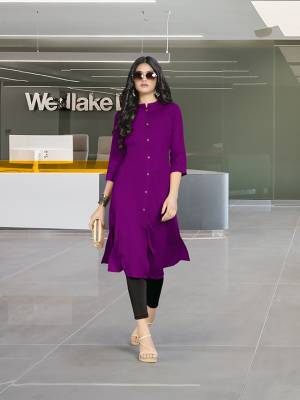 Add Some Casuals For This Summer With This Readymade plain Kurti In Light Purple Color Fabricated On Rayon. You Can Pair This Up With Same Or Contrasting Colored Pants, Leggings Or Plazzo. Buy Now.