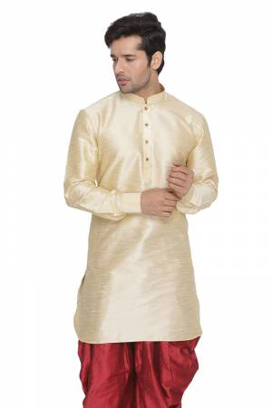 Here Is A U-Pattern Readymade Kurta For Men Fabricated On Cotton Silk. This Kurta Is Available In All Sizes And Can Be Paired With Any Kind Of Bottom Like Pants, Dhoti, Chudidar, Denim, Etc. Buy Now.