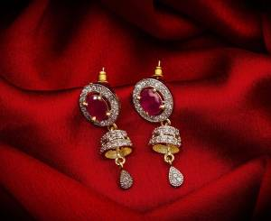 Here Is A Very Pretty Pair Of Simple And Elegant Looking Earring?Set In Golden Color. It Has Pretty Unique pattern With Attractive Diamond Work. You can Pair This Even With Simple Attire As Well As A Heavy One. This Pretty Evergreen Design Compliments Any Kind Of Attire You Wear.