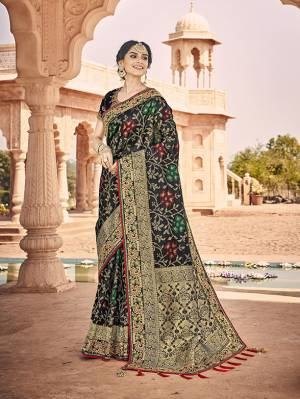 Celebrate This Festive And Wedding Season With This Heavy Designer Saree In Black Which Comes With Two Designer Blouses, One Simple Plain Blouse And Another Designer Embroidered Blouse. This Pretty Saree Is Fabricated On Jacquard Silk Paired With Art Silk Fabricated Blouses.
