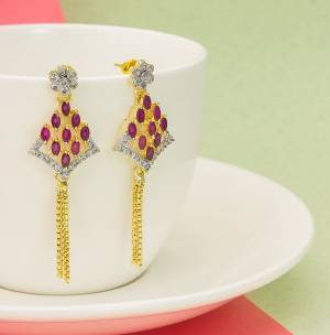Here Is A Lovely Patterned Designer Earrings Set Is Here In Golden?Color Beautified With Attractive Diamond Work. It IS Pretty Light Weight And Easy To Carry Throughout The Gala. Buy Now.