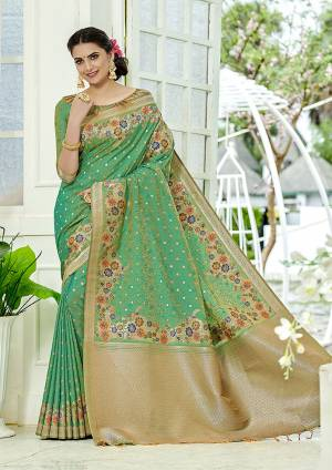 Add This Beautiful And Elegant Looking Saree To Your Wardrobe In Green Color. This Pretty Floral Weaved Saree Is Fabricated On Banarasi Silk Paired With Art Silk Fabricated Blouse.