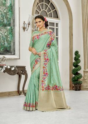 Add This Beautiful And Elegant Looking Saree To Your Wardrobe In Sea Green Color. This Pretty Floral Weaved Saree Is Fabricated On Banarasi Silk Paired With Art Silk Fabricated Blouse.