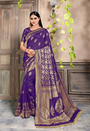 Look Attractive Wearing This Pretty Silk Based Saree In Purple Color. This Saree and Blouse Are Silk Based Beautified With Heavy Weaving. Buy This Saree Now.