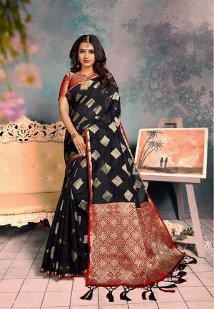 For A Proper Traditional Look, Grab This Pretty Designer Saree In?Black Color. This Saree Is Chanderi Silk Based Beautified With Detailed Attractive Weave Paired With Art Silk Fabricated Blouse. Buy Now.