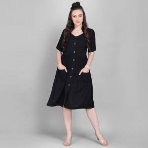 Grab This Super Comfy Readymade Kurti In Black Color Fabricated On Rayon. Its Pretty Tunic Pattern And Fabric Ensures Superb Comfort All Day Long. Buy Now.