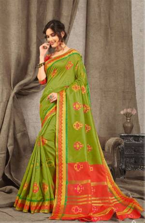 Adorn A Pretty Traditional Look Wearing This Saree In Green Color Paired With Contrasting Red Colored blouse. This Saree And Blouse Are Fabricated On Cotton Handloom Beautified With Weave All Over.