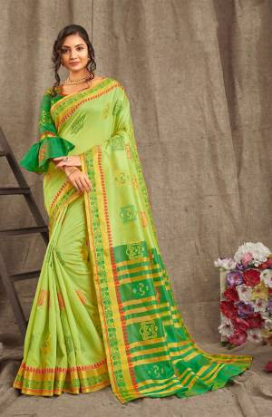 Adorn A Pretty Traditional Look Wearing This Saree In Light Green Color Paired With Contrasting Green Colored blouse. This Saree And Blouse Are Fabricated On Cotton Handloom Beautified With Weave All Over.