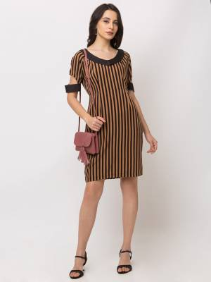 Simple And elegant Looking Midi Dress Is Here In Brown Color. This One-Piece Dress Is Fabricated On Crepe Beautified With Lining Prints With An Unique Shoulder Pattern.
