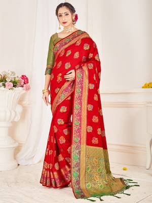 Here Is A Proper Traditional Looking Designer Silk Based saree In Red Color Paired With Green Colored Blouse. This Saree and Blouse AreFabricated On Banarasi Art Silk Beautified With Attractive Weave.