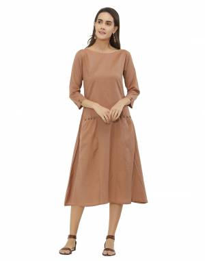 Grab This Pretty Elegant Kurti In Light Brown Color Fabricated On Khadi. This Readymade Kurti Is Available In All Regular Sizes And Also It Is Durable, Light Weight and Easy To Carry All Day Long.