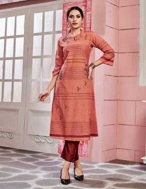 Add This Readymade Kurti To Your Wardrobe In Orange Color Fabricated On Cotton. It Can Be Paired With Same Or Contrasting Colored Bottom. Buy Now.