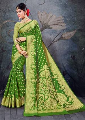 Simple And Elegant Looking Saree Is Here In Green Color For Your Semi-Casual Wear, This Pretty Saree and Blouse Are Fabricated On Handloom Cotton Beautified With Weave. It Is Light Weight And Easy To Carry All Day Long.