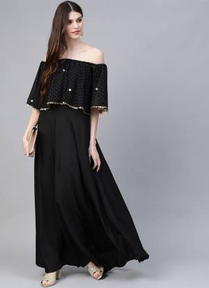 Grab This Readymade Long Kurti In Black Color Fabricated On Crepe Beautified With Foil Prints. It Is Light In Weight And Easy To Carry All Day Long.